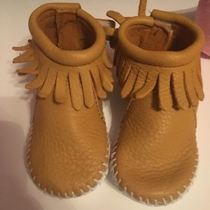 Minnetonka moccasins leather baby boots